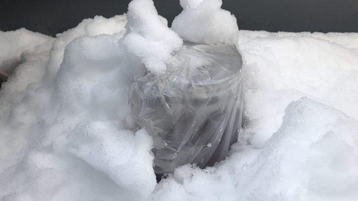 屋外で熟成中の梅酒が雪に埋もれました。梅酒は凍らないのか?